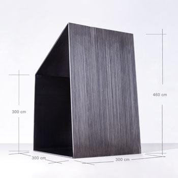 Medidas 3 m de ancho x 4,6 m de altura x 3 m de profundidad del proyecto M-B del artista José Carlos Balanza. Museo de Arte Contemporáneo del Camino. La escultura será construida en hierro mediante 3 planchas y 60 redondos macizos, unidos entre sí mediante cordones de soldadura