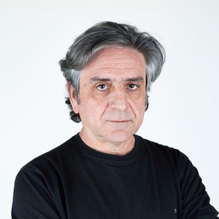 Primer plano de José C. Balanza. Artista y Fundador del Museo de Arte Contemporáneo del Camino. Vicepresidente, gestor artístico y comisario artístico de la Fundación áA