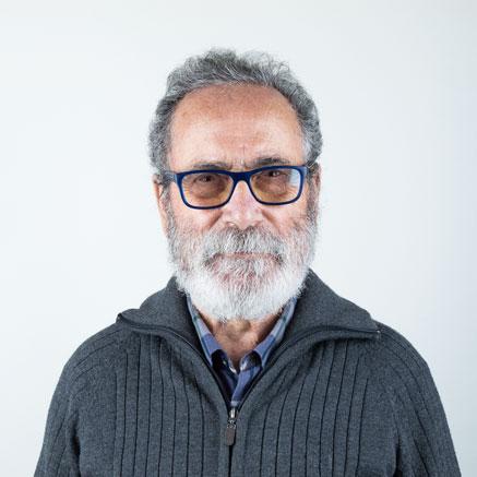 Primer plano de Félix Reyes. Artista Fundador del Museo de Arte Contemporáneo del Camino y Presidente y comisario artístico de la Fundación ámbito Arte