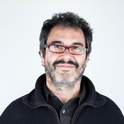 Primer plano de Carlos Rosales. Fundador y comisario artístico del Museo de Arte Contemporáneo del Camino y de la Fundación ámbito Arte