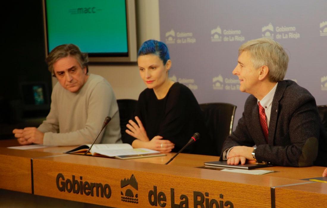 Momento de la presentación a los medios del MACC. Intervención de Eduardo Rodriguez Oses, Consejero de Turismo del Gobierno de La Rioja. Acompañado por dos de los fundadores Jose Carlos Balanza y Marina Pascual
